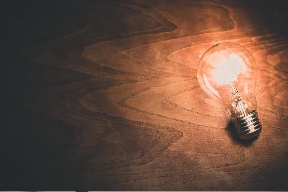 jak oszczędzać prąd w domu